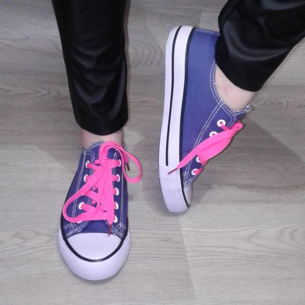Джинсовые кеды женские синие классические с цветными шнурками для фитнеса и спорта
